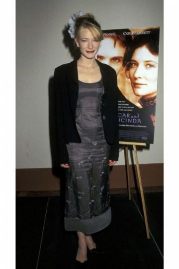 La actriz Cate Blanchett con 28 años en la premiere de Oscar y Lucinda.