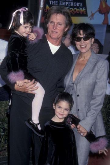 Famosas desde pequeñas. Kendall (5) y Kylie Jenner (3), junto a sus padres en la premiere de