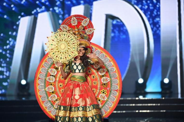 Miss Chile Catalina Cáceres ya desfiló con su traje típico  20332292a00b