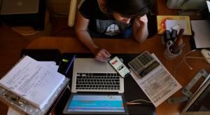 ¿Cómo se puede solicitar un informe de deudas en línea?