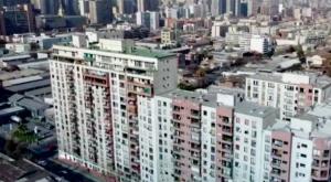 Vecinos denuncian mal estado en edificios de Santiago Centro