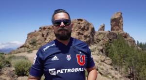 """Un chileno que llevó su amor por la """"U"""" a Islas Canarias"""