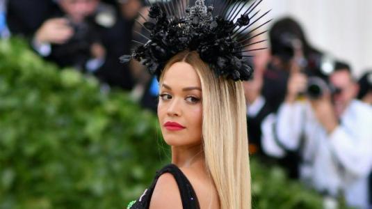 Foto del novio de Rita Ora lamiéndole los pies revoluciona las redes sociales