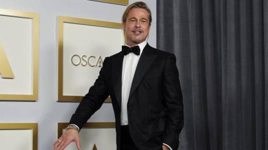 Actriz se emociona al conocer a Brad Pitt en los Oscars