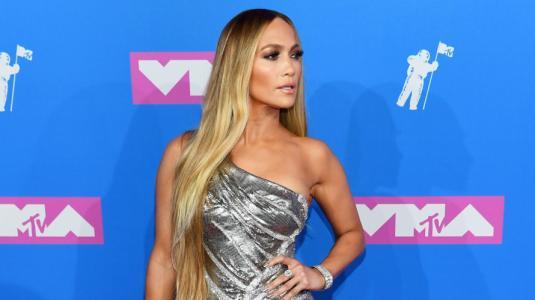 Jennifer Lopez genera opiniones divididas con su pelo natural