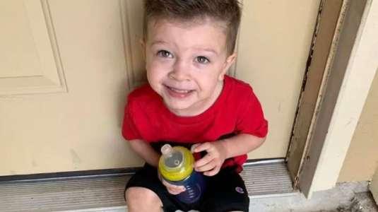 Niño con autismo es bajado de un avión con su familia por no usar mascarilla