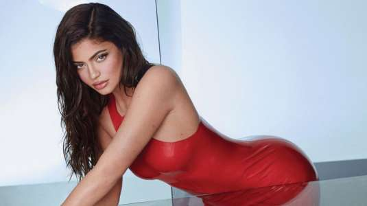"""Kylie Jenner estrena versión propia del juego de cartas """"Uno"""""""