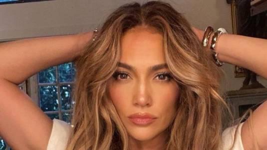 Jennifer Lopez le declara su amor a Ben Affleck con su collar