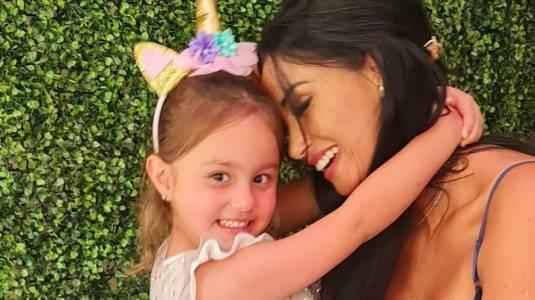 Pamela Díaz comete insólito error con su hija en primer día de clases