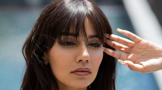 Steffi Méndez se desnuda para referirse a la violencia contra la mujer