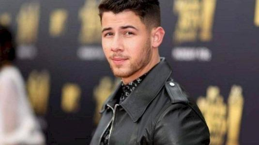 Revuelo en redes sociales por apariencia física de Nick Jonas