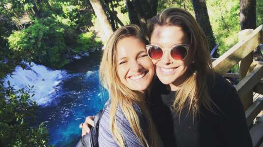Carolina Arregui y Mayte Rodríguez cautivan con foto del recuerdo