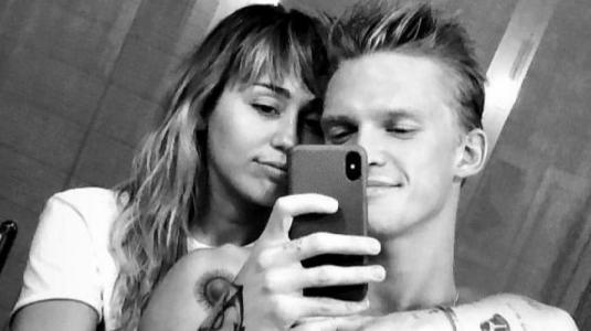 Miley Cyrus y Cody Simpson se unen en nuevo proyecto