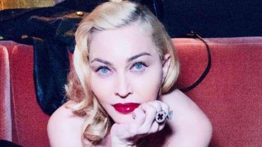 Madonna recibió duras críticas por foto en topless