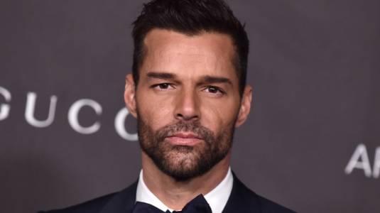 Ricky Martin enciende las redes con foto desde la ducha