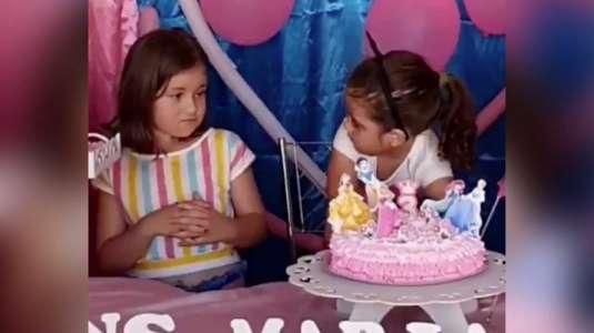 La verdadera historia tras el meme de la niña del pastel