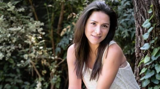 """""""Ídola"""": Loreto Aravena encanta con llamativo desnudo"""