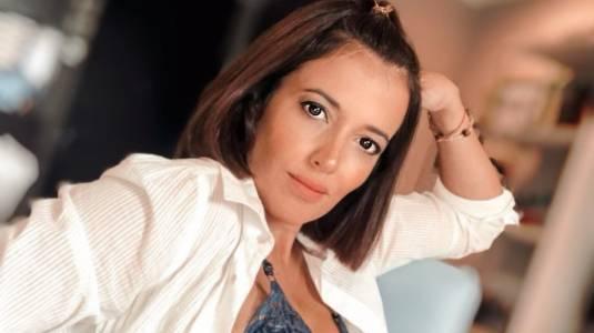 """Ya se va a acabar..."": Yamila Reyna recibe críticas por osada foto con su pololo"
