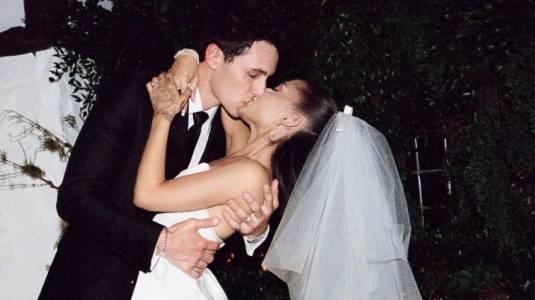 Ariana Grande comparte fotos oficiales de su matrimonio