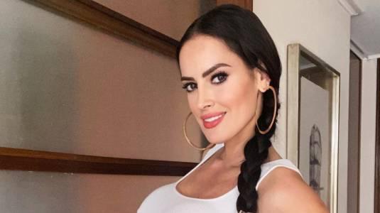 Adriana Barrientos muestra su rostro tras tratamiento estético