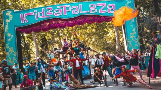 Kidzapalooza confirma su cartel y presenta novedosa ciudad de cartón