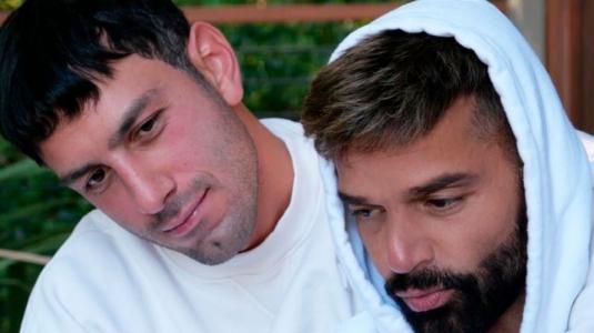 Aseguran que Ricky Martin engaña a su esposo con actor argentino