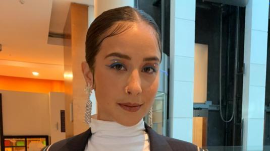 Denise Rosenthal envía mensaje político con su look en la primera noche de Viña 2020