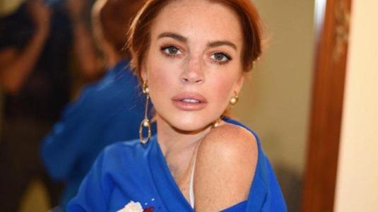 Lindsay Lohan publica osada foto al desnudo en su cumpleaños número 33