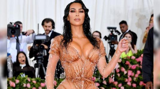 Entrenadora de Kim Kardashian defiende su diminuta cintura