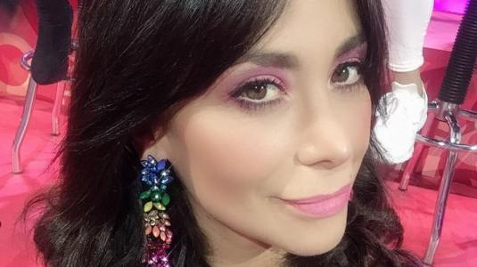 Yamna Lobos celebra su cumpleaños mostrando la pancita