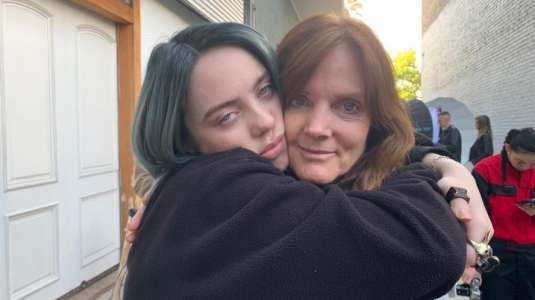 Billie Eilish: Mamá quiso llevarla a terapia tras su fanatismo por Justin Bieber