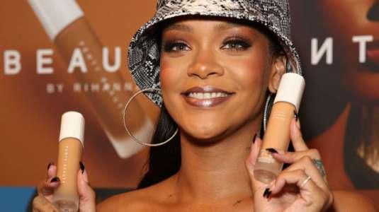 Rihanna causa furor a poco de lanzar su línea de productos para la piel