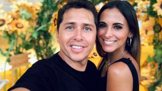 Karol Lucero y su polola tienen cita elegante y romántica en casa