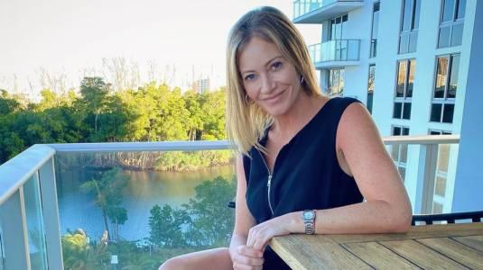 Marcela Vacarezza enseña sus canas y rostro al natural