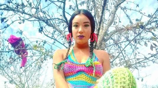 Astrid Veas confirma su embarazo con nuevo videoclip