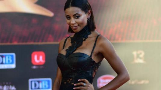 Dominique Lattimore repite vestido que usó Daniela Urrizola en el Copihue de Oro