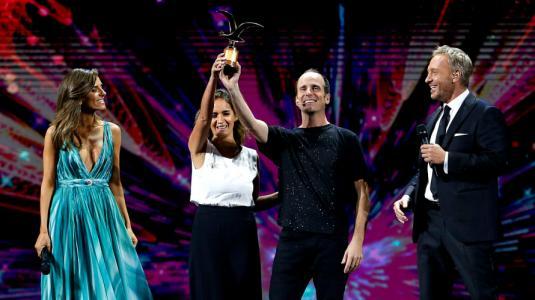 Stefan Kramer y Paloma Soto celebran triunfo en Viña a lo Joaquin Phoenix