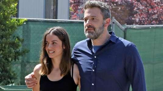 Ana de Armas y Ben Affleck esperan un hijo según revista hollywoodense