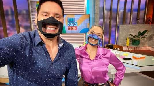 Ángeles Araya y Pancho Saavedra sorprenden con mascarillas inclusivas
