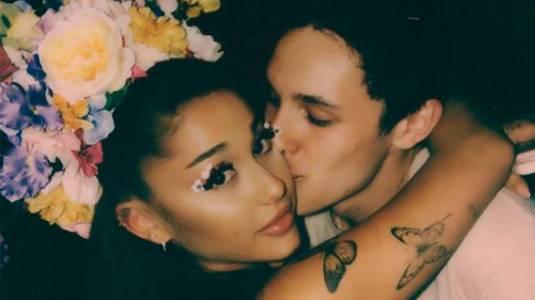 Ariana Grande se casó con Dalton Gomez