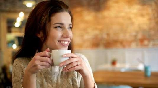 ¿Cuántas tazas de té y café son recomendables al día?