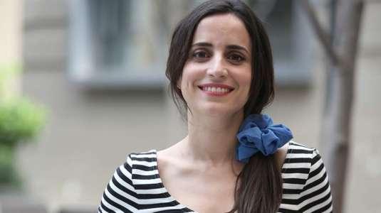 El look fashion de Camila Hirane para salir de casa con mascarilla de rostro