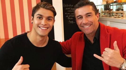 Hijo de Fernando Solabarrieta intenta arreglarle el pelo a su papá