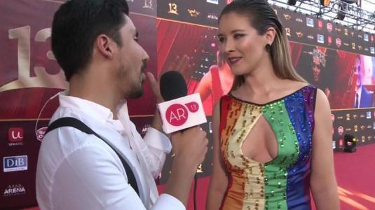 Carla Jara explica su colorido vestido en el Copihue de Oro 2018