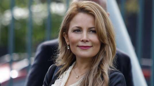 Cathy Barriga celebra el día del niño vestida de princesa