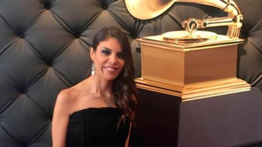 Única chilena nominada a los Grammy cautivó con su look