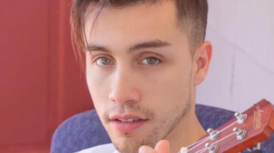 "Ex integrante de ""Perla"", Cristóbal Romero, dedica nuevo single a ""Cangri"""