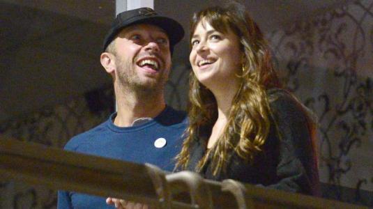 Dakota Johnson y Chris Martin habrían terminado tras dos años de relación