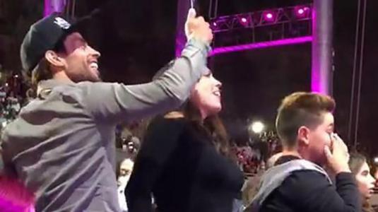 """Daniela Aránguiz y el """"Mago"""" Valdivia perrearon en show de Becky G"""