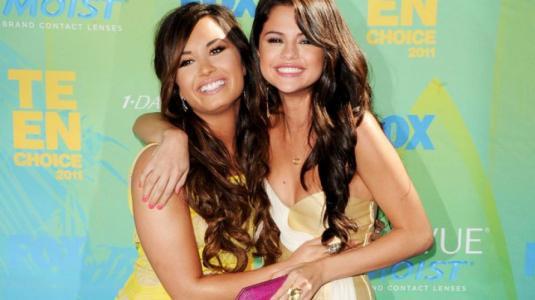 """Demi Lovato Is Over Party"": Funan a la cantante tras revelarse cuenta donde atacaba a Selena Gomez"